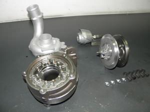 Detalle de componentes de turbo ensamblados. Geometría, válvula y cartucho central del turbo.