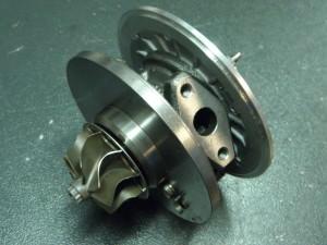 Detalle del cartucho central del turbo nuevo listo para su equilibrado.